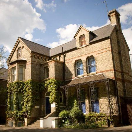STUDIO CAMBRIDGE — круглогодичные программы для школьников от 14 до 17 лет.