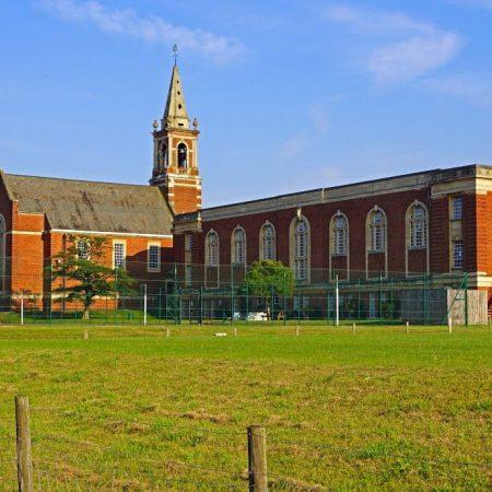 CHURCHILL HOUSE SCHOOL Croydon — летние каникулы для детей от 10 до 17 лет.