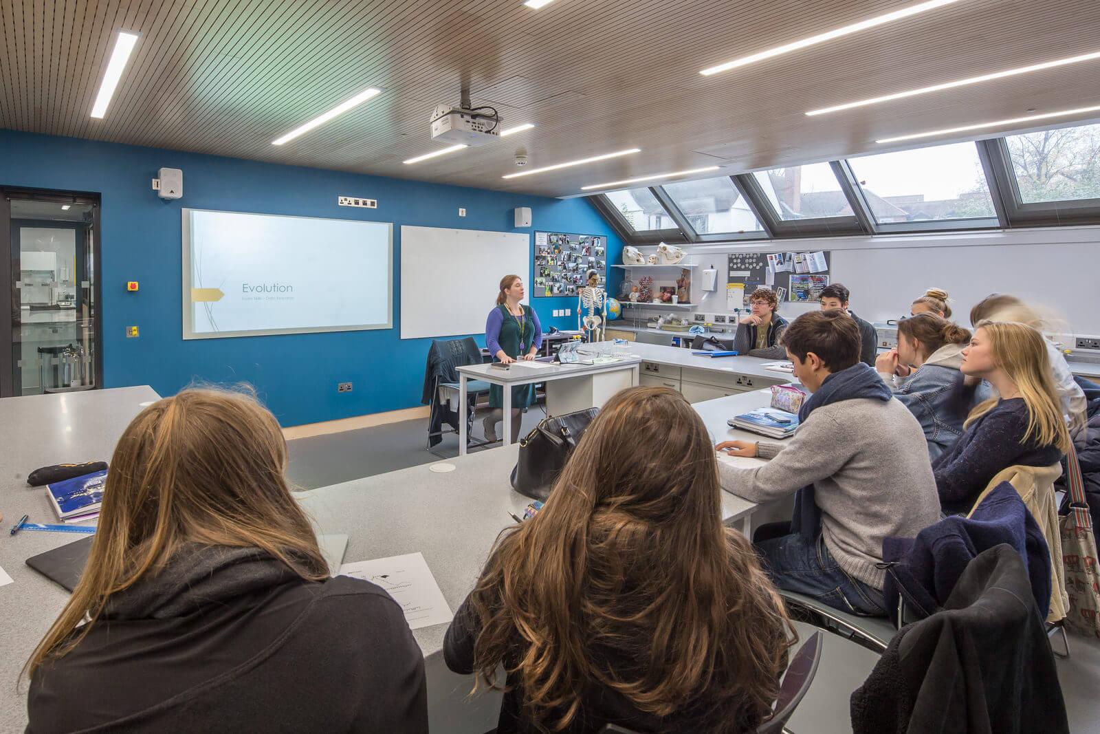 ST. CLARE'S  Оксфорд — летние программы для молодежи от 15 до 17 лет.