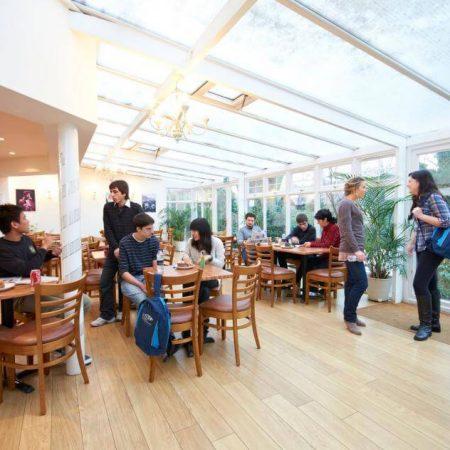 ST. GILES Лондон — летняя языковая программа для молодежи от 12 до 19 лет.